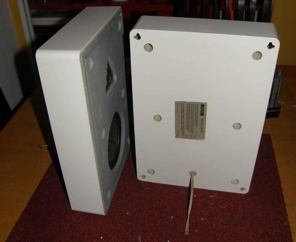 Grundig Box 203M - predisposizione posteriore per installazione a parete